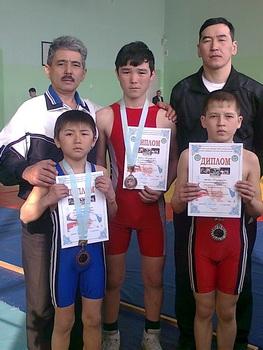 Борцы-призеры и их тренеры