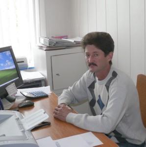 Вячеслав Черезданов в своем кабинете