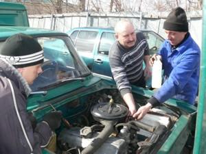Под чутким руководством Алексея Рослякова (в центре)