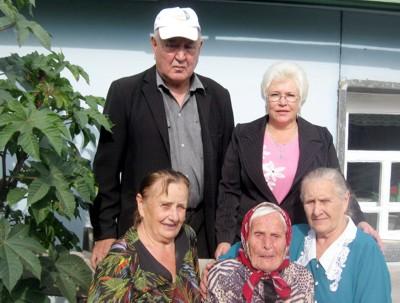 Ираида Дементьева (в центре) в день своего рождения