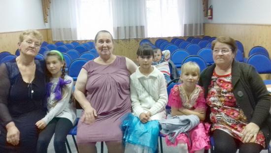Тюменская ОШ Медведева В.Л. с внучкой Ирой, Щербакова Т.М. с внучкой Катей,