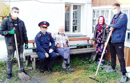 пожилые-полиция_1